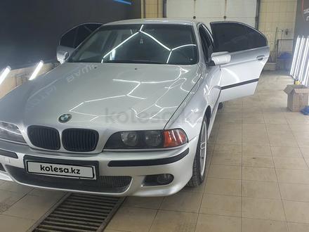 BMW 528 1998 года за 3 400 000 тг. в Атырау – фото 4