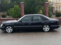 Mercedes-Benz E 320 1994 года за 2 650 000 тг. в Шымкент