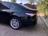 Toyota Camry 2018 года за 13 200 000 тг. в Экибастуз – фото 2