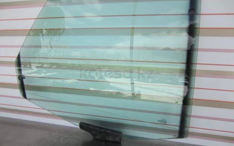 Стекло заднее правое и левое на Audi C4 100 1991-94 за 2 000 тг. в Тараз