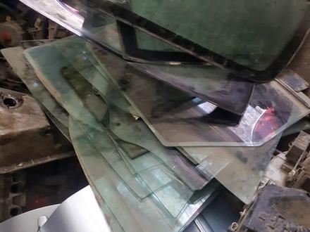 Дверные стекла бмв 7 е32 за 5 000 тг. в Актобе