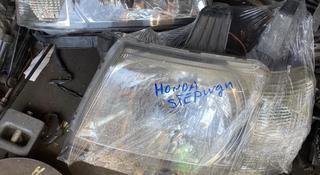Передний фары Honda Stepwgn (2001-2005) 40000т за пару за 40 000 тг. в Алматы
