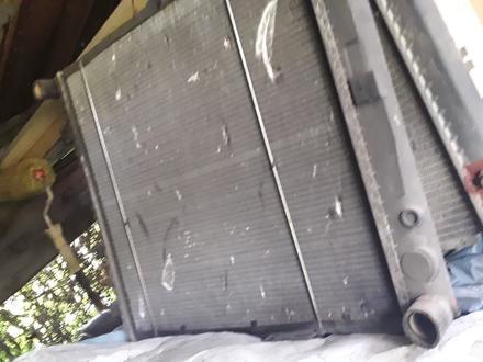 Радиатор основной на мерс за 25 000 тг. в Алматы