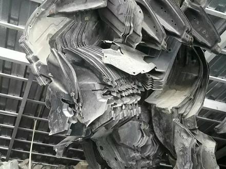 Подкрылки передние за 5 000 тг. в Алматы – фото 2