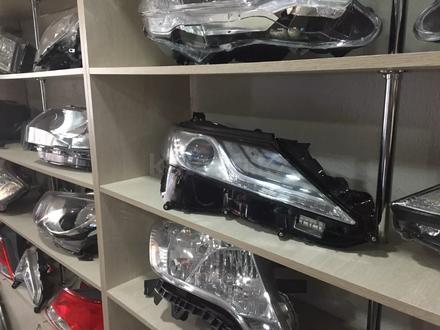 Фара левая Toyota Camry 70 за 300 000 тг. в Костанай – фото 2