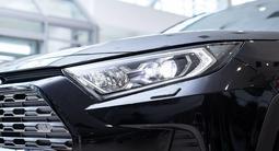 Toyota RAV 4 Luxe 2.5 2021 года за 20 630 000 тг. в Алматы – фото 4