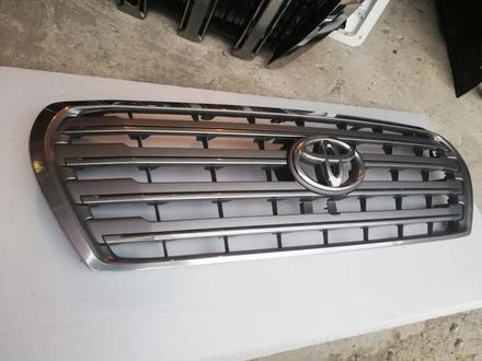 Решетка радиатора Toyota Land Cruiser 200 за 65 000 тг. в Костанай – фото 2