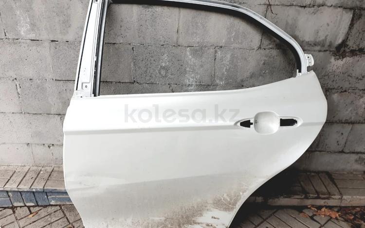 Тойота камри 70 дверь задняя левая за 160 000 тг. в Алматы