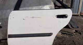 Дверь на Mazda 626 задняя левая за 5 000 тг. в Алматы