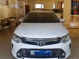 Toyota Camry 2015 года за 8 900 000 тг. в Актобе – фото 2