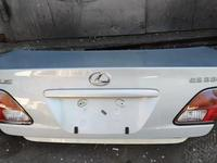 Крышка багажника Lexus ES 300 за 35 000 тг. в Алматы
