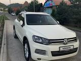 Volkswagen Touareg 2011 года за 8 500 000 тг. в Алматы – фото 5