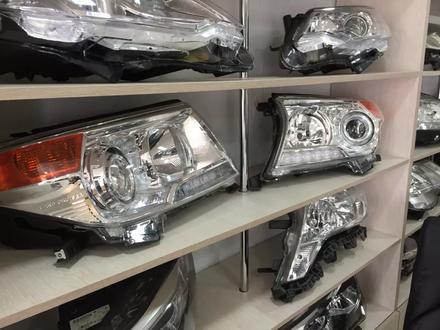 Фара правая Toyota Land Cruiser 200 за 185 000 тг. в Костанай – фото 2
