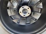 Оригинальные диски на Volkswagen Touareg 3 R20 за 600 000 тг. в Алматы – фото 3