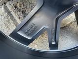 Оригинальные диски на Volkswagen Touareg 3 R20 за 600 000 тг. в Алматы – фото 5