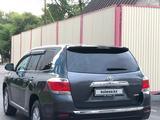 Toyota Highlander 2013 года за 11 000 000 тг. в Актау – фото 2