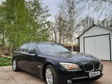 BMW 750 2011 года за 6 000 000 тг. в Уральск – фото 2