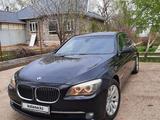 BMW 750 2011 года за 6 000 000 тг. в Уральск – фото 3