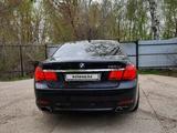 BMW 750 2011 года за 6 000 000 тг. в Уральск – фото 4