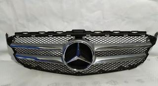 Решетка центральная радиатора на Mercedes-Benz w205 C класса за 110 000 тг. в Алматы