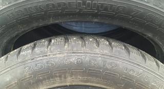 Зимние Шины Nokian Hakkapeliitta 7 SUV 255/50 R19 в отличном состоянии за 200 000 тг. в Алматы