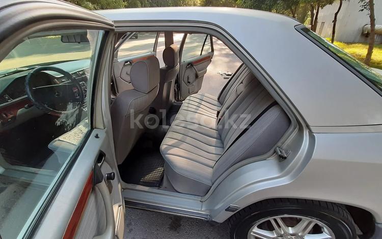 Mercedes-Benz E 260 1988 года за 1 300 000 тг. в Алматы