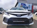 Toyota Camry 2021 года за 14 820 000 тг. в Уральск – фото 2