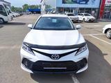 Toyota Camry 2021 года за 14 820 000 тг. в Уральск – фото 3