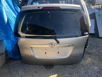 Крышка багажника на Тойота Королла Версо ZZE12 за 85 000 тг. в Алматы