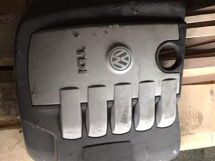 Крышка двигателя фольксваген Туарег за 15 000 тг. в Щучинск