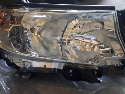 Передние галогенные фары на Toyota Land Cruiser Prado 155 с… за 102 500 тг. в Актобе