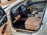 Toyota Camry 2013 года за 9 300 000 тг. в Уральск – фото 4