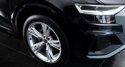 Audi Q8 55 TFSI Quattro 2021 года за 45 318 587 тг. в Алматы – фото 3