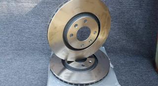 Тормозные диски передние на пежо 307 за 24 000 тг. в Алматы