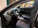 Chevrolet Cruze 2012 года за 3 000 000 тг. в Уральск – фото 2