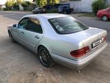 Mercedes-Benz E 230 1996 года за 1 400 000 тг. в Павлодар – фото 2