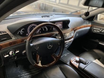 Mercedes-Benz S 550 2007 года за 6 000 000 тг. в Атырау – фото 12