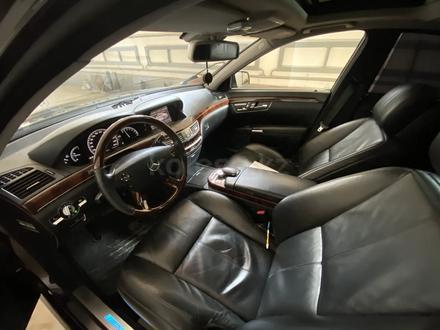 Mercedes-Benz S 550 2007 года за 6 000 000 тг. в Атырау – фото 6