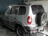 Chevrolet Niva 2009 года за 1 700 000 тг. в Атырау – фото 4