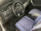 Chevrolet Aveo 2013 года за 2 300 000 тг. в Атырау – фото 3