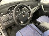 Chevrolet Aveo 2013 года за 2 300 000 тг. в Атырау – фото 4