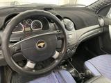 Chevrolet Aveo 2013 года за 2 300 000 тг. в Атырау – фото 5