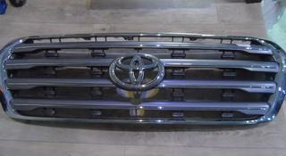 Решетка радиатора Toyota Land cruiser 200 за 100 тг. в Алматы