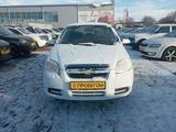Chevrolet Aveo 2013 года за 2 660 000 тг. в Уральск – фото 2