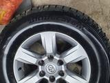 Колёса в сборе Тойота Оригинал R17 прадо 155, зима за 350 000 тг. в Караганда