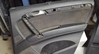 Обшивка задней правой двери на Audi q7 за 10 000 тг. в Алматы