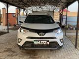 Toyota RAV 4 2019 года за 14 500 000 тг. в Уральск – фото 2