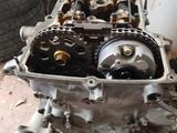 Головка блока цилиндров сборе на 2.7 мотор 2TR за 350 000 тг. в Шымкент – фото 2