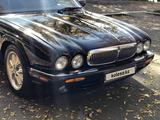 Jaguar XJ 2000 года за 4 000 000 тг. в Алматы – фото 4