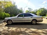 Mercedes-Benz E 240 1997 года за 2 600 000 тг. в Караганда – фото 5